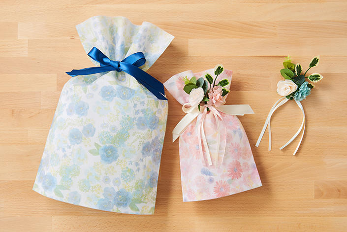 1904_mom-wrapping_03.jpg